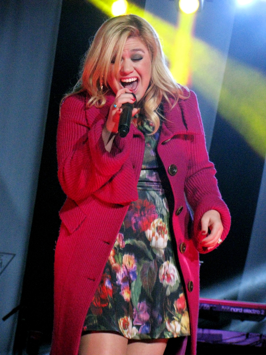 Concert Review: Kelly Clarkson in Burnaby – Elizabeth Rosalyn