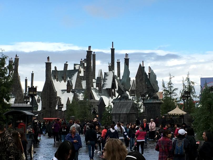 wizarding world harry potter hogsmeade hogwarts