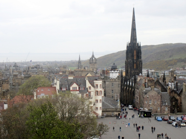 edinburgh-from-castle-rock